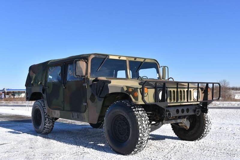 fresh paintjob 1990 AM General M998 HMMWV Humvee military