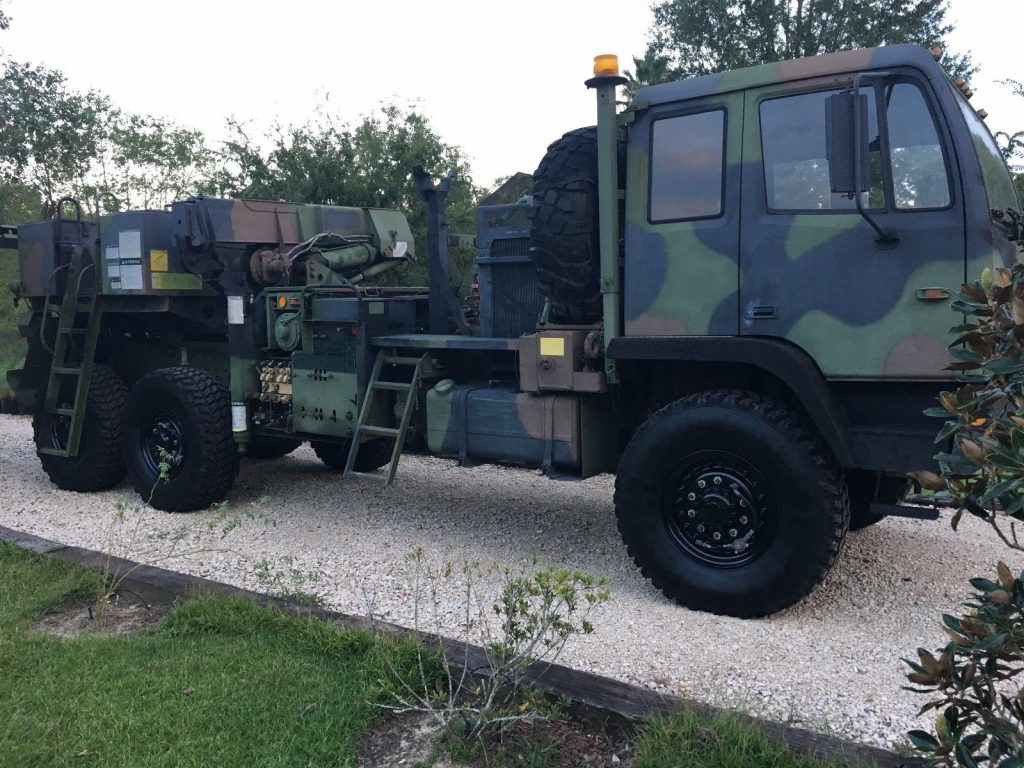 serviced wrecker 1993 Stewart & Stevenson LMTV military