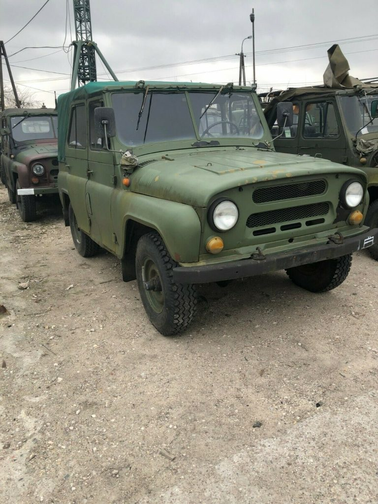 solid 1985 UAZ 469 military